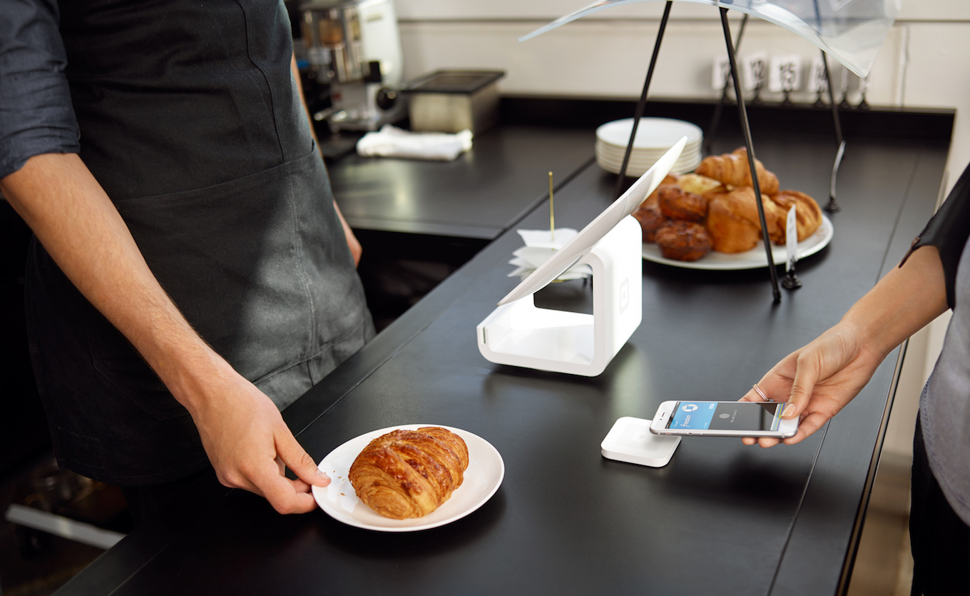User buying croissants with the apple pay method
