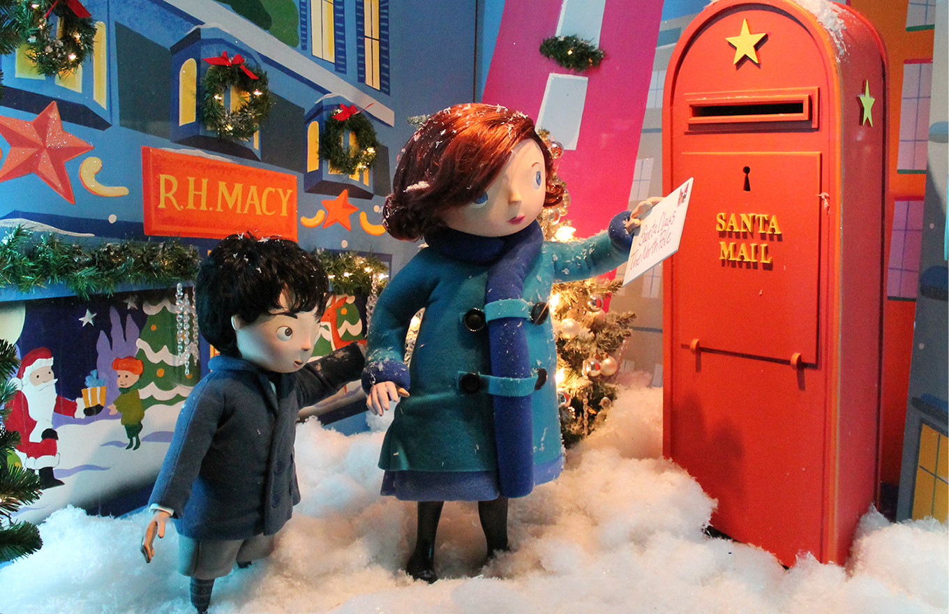 Retail Holidays: 13 Holiday Window Display Ideas